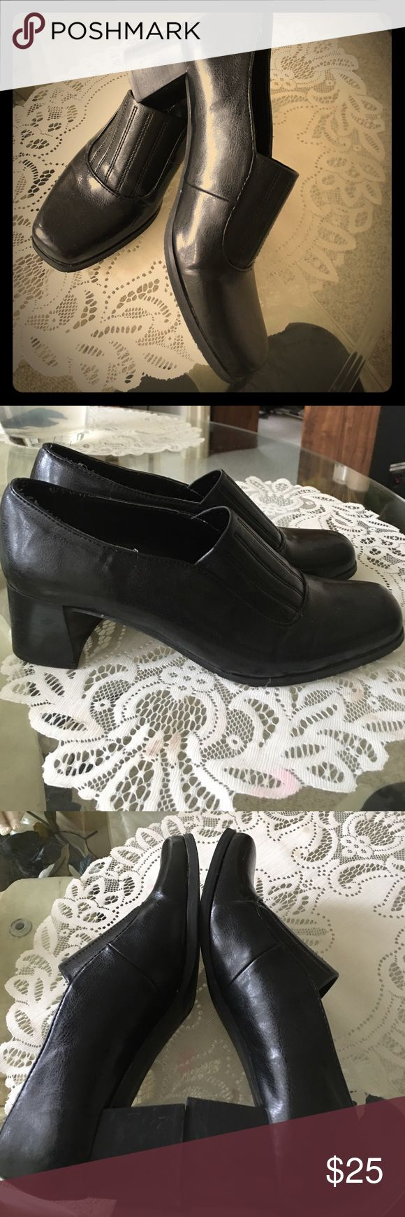 FRANCO  SARTO SIZE 7.5 Black shoes FRANCO SARTO - size 7.5 ladies shoes - 2.5 inch heel - and in excellent condition. These are great slide on comfortable heel  for work if u have to stand a lot the block heel gives a better support - ex shoe PRICED TO SELL Franco Sarto Shoes Heels