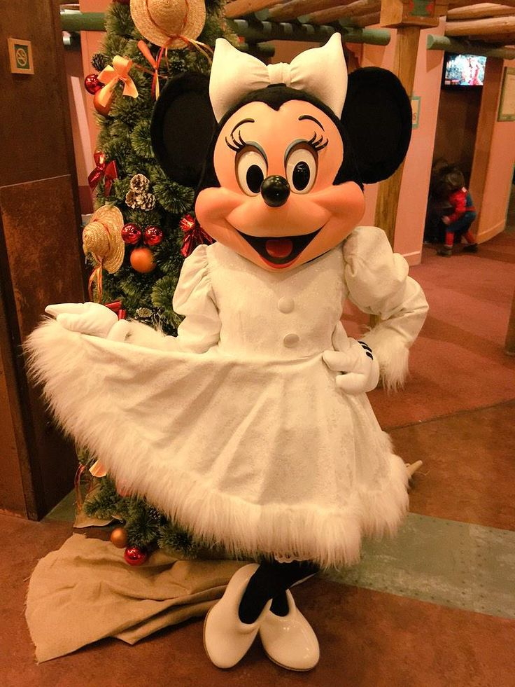 It's cold outside today, but Minnie is so excited to 'Swing in to Spring' next week! #Disney #DisneylandParis