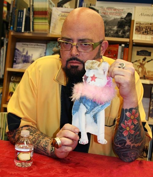 I'm one degree of separation from Jackson Galaxy...my friend Skeezix the Cat!