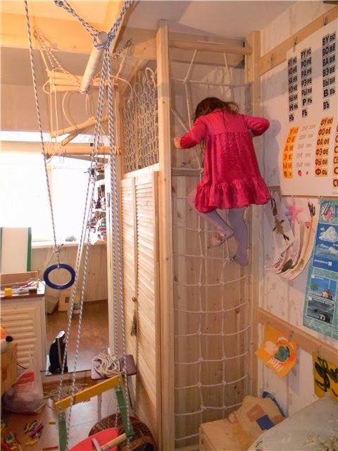 Не так давно я показывала проект детской спортивной комнаты А сегодня предлагаю посмотреть, что из этого вышло :) Основа спорткомплекса с помощью опоры для бруса…
