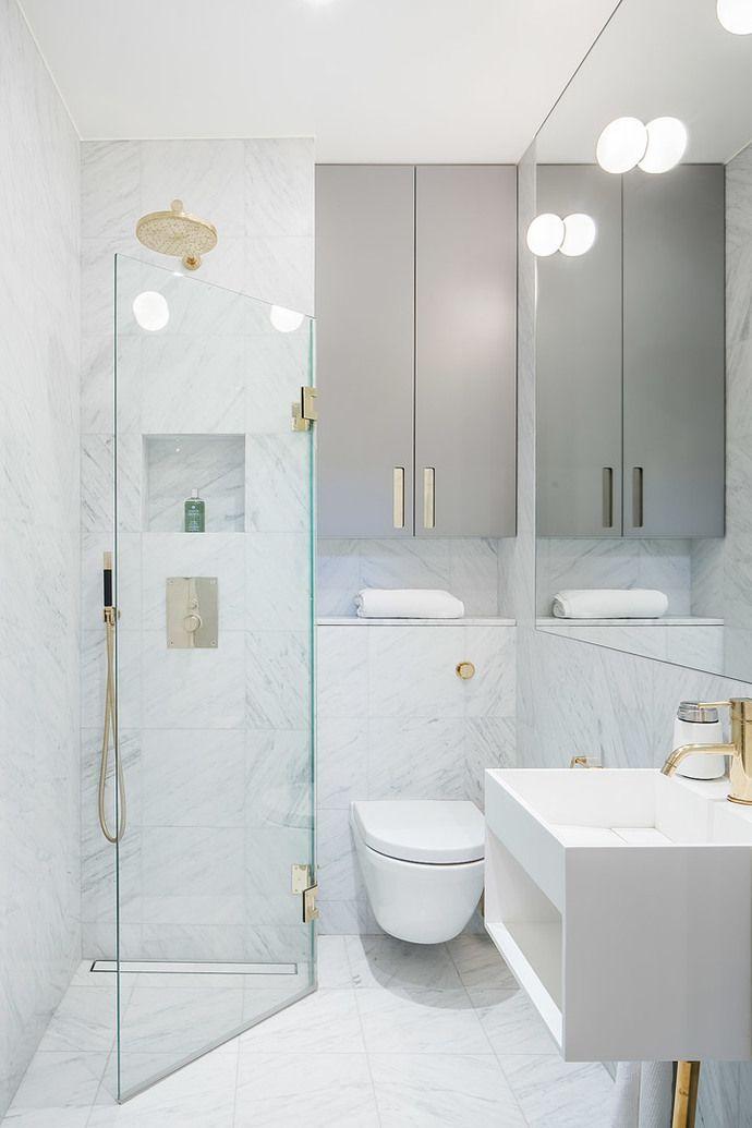 Дизайн маленькой ванной комнаты: 35 секретов оформления (фото) http://happymodern.ru/malenkaya-vannaya-komnata-vybiraem-dizajn-35-foto/ Угловая душевая для узкого и маленького помещения
