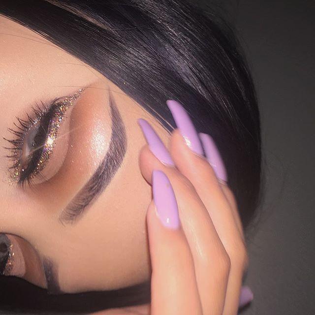 Been awhile since I've used glitter. Eyeshadow: @lavishluxecosmetics eyeshadow palette . (Obsessed) Brows: @anastasiabeverlyhills #dipbrow in #ebony  Highlight: @anastasiabeverlyhills #ultimateglowkit  Glitter: @certifeye in #starburst✨  Mascara: @buxomcosmetics