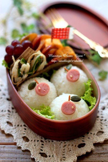 Kawaii Bento Lunch (An apple on the rice-ball is made by weenie, fried spaghetti, pumpkin seed and sesame seed.)|弁当