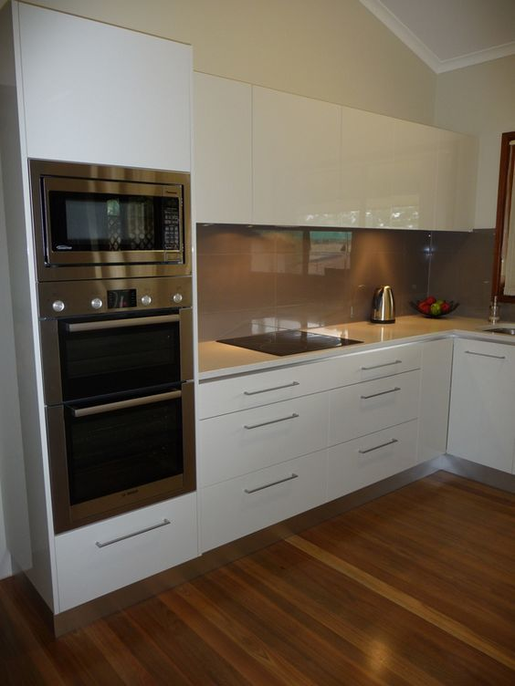 Gloss white kitchen   L shape layout   Oven and Microwave tower unit   concealed / integrated extractor rangehood  :