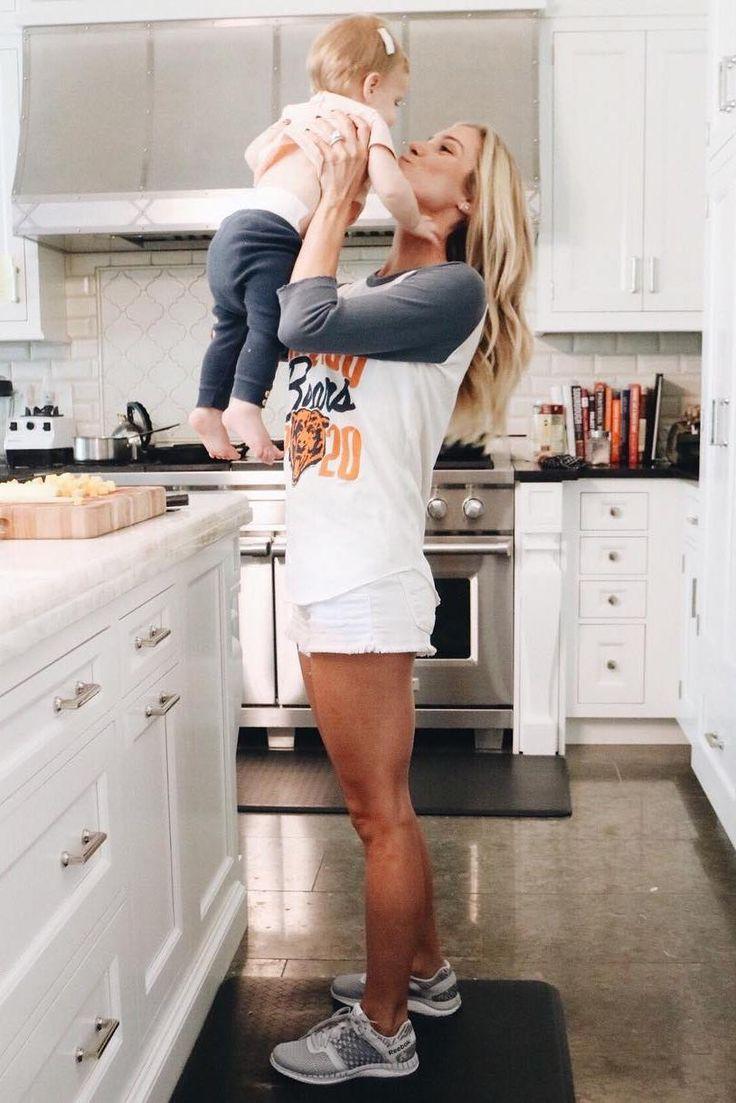 Kristin Cavallari wearing Reebok Zprint Running Shoes and Junk Food x NFL Chicago Bears All American Raglan Shirt