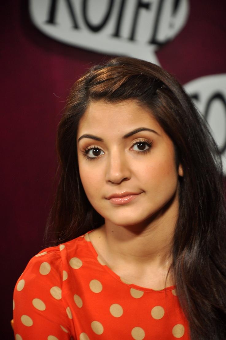 Anushka Sharma sharing a sarcastic look.    #anushkasharma #zoomtv #bollywood