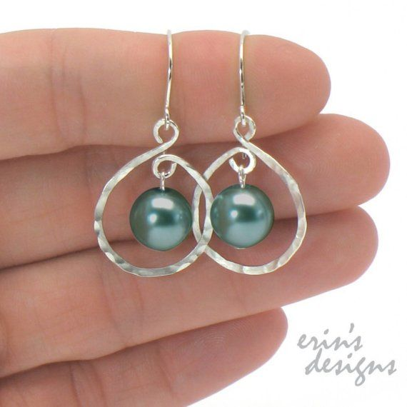 hammered silver earrings - Love the free moving pearl (bead) in center. Making these this weekend!!!!!!