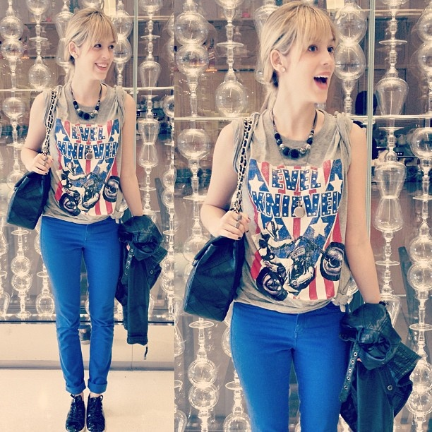 Begin Again. Calça: Calvin Klein, Camiseta: Next, Tênis:  Osklen, Colar: Acessorize ;) - @sophiaabrahao- #webstagram