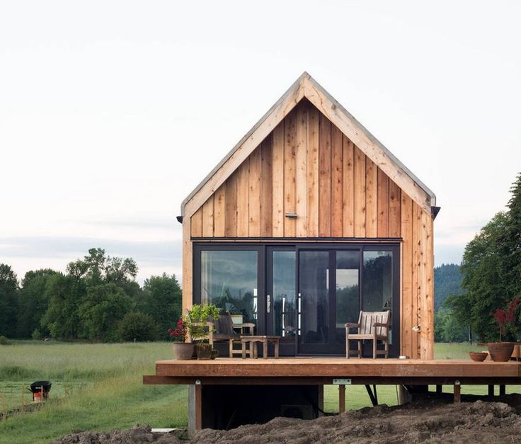 This tiny cabin vacation is in a farm setting just 15 minutes away from downtown Portland, Oregon.