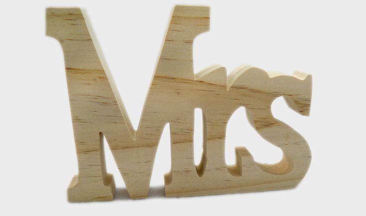 Ξύλινο διακοσμητικό επιτραπέζιο MRS φυσικό ξύλο.  ΔΙΑΣΤΑΣΕΙΣ: 15cm x 11cm x 1.8cm