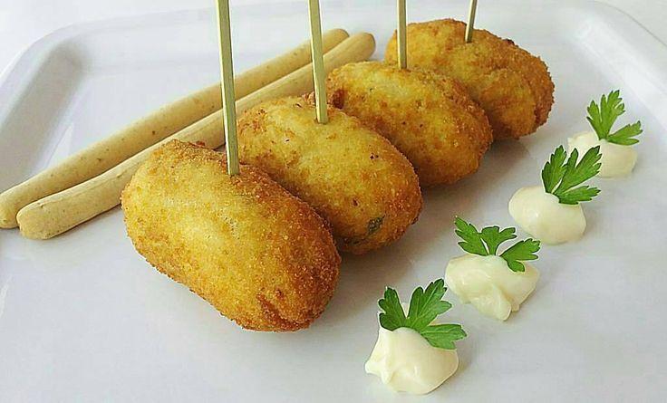 Receta @donpeskao del día: Croquetas de pescado  Ingredientes: - 300 gr de carne de pescado (lo puedes conseguir en @donpeskao fresquito como te gusta). - 1 huevo. - 3 cucharadas de harina de trigo o maíz. - 500 ml de leche (2 vasos). - Pan rallado (el necesario). - 1 cebolla finamente picada. - 2 dientes de ajo majado. - 2 cucharadas de perejil fresco finamente picado. - 2-3 cucharadas de aceite  el necesario para luego freír. - 1 pizca de nuez moscada (opcional). - pimienta negra. - sal…
