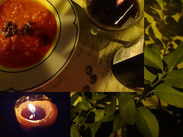 Zuppa di Pomodoro e Peperoncino, con Basilico e olio d'oliva. Vino: Pinot Noir.