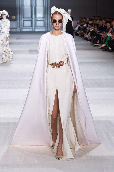 Giambattista #Valli | Una sposa da favola: scopri 7 abiti da sposa d'alta moda in tutti i loro preziosi dettagli | #matrimonio