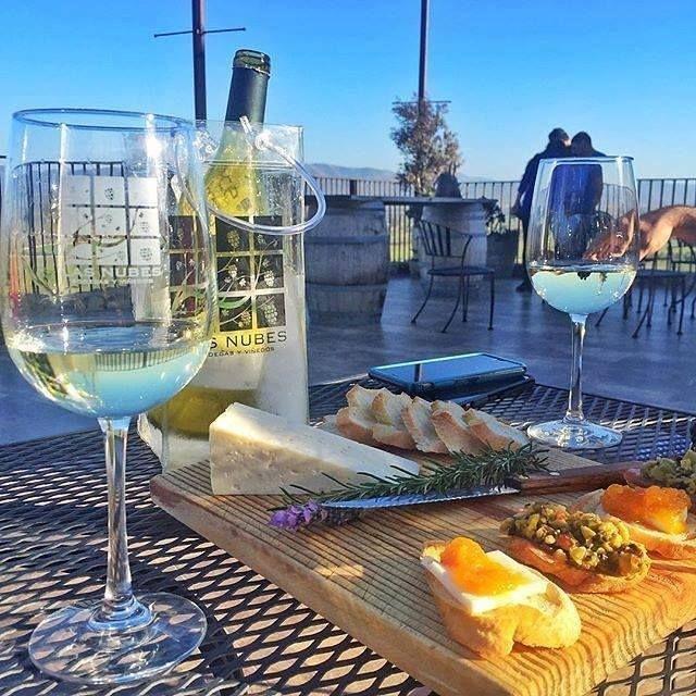 Un viaje no puede estar completo sin una visita a la ruta del vino, conocer las diferentes casas vinicolas con una degustación de Vinos, quesos y tapas #Ensenada #MiAlmaGemela. #BajaCalifornia #DiscoverBaja #DescubreBC #ILoveBaja #Vino #Wine #Enjoy #Degustaciones #Cheese #Queso #EnjoyBaja #DisfrutaBC #ComoYo #Love #BajaLovers #Friends #Amigos #Vacaciones Conoce más visitando: www.descubreensenada.mx  Aventura por socalandy