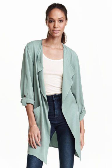 40€ Manteau en lyocell: Manteau long en doux lyocell Tencel® mélangé. Modèle avec revers drapés et poches devant. Manches longues retroussables par patte pressionnée. Non doublé.