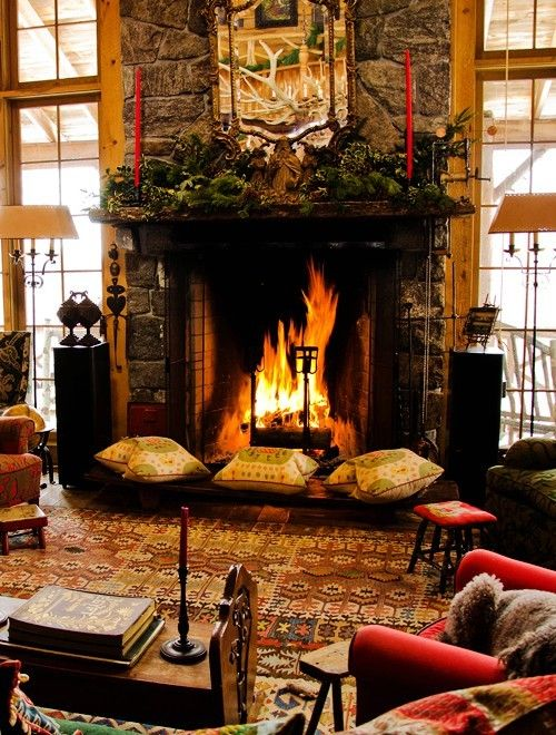 Fireplace Decor Ideas for Christmas #Christmas #Fireplace #decor www.loveitsomuch.com