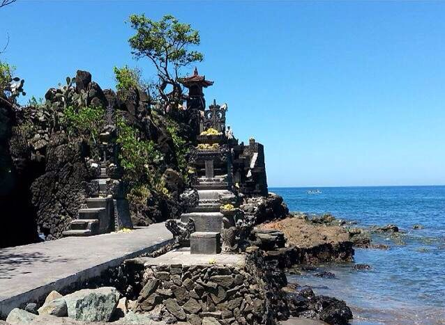 Batu Bolong Temple is located south of Senggigi Beach in West Lombok, West Nusa Tenggara Province. It is not the grandest, but Pura Batu Bolong is one of Lombok's sweetest Hindu temples, and particularly lovely at sunset. It is necessary to wear a temple sash before entering the temple and these are available at the entrance and a small donation is welcome. The rock underneath the temple has a natural hole, hence the name (batu bolong literally means 'rock with hole').