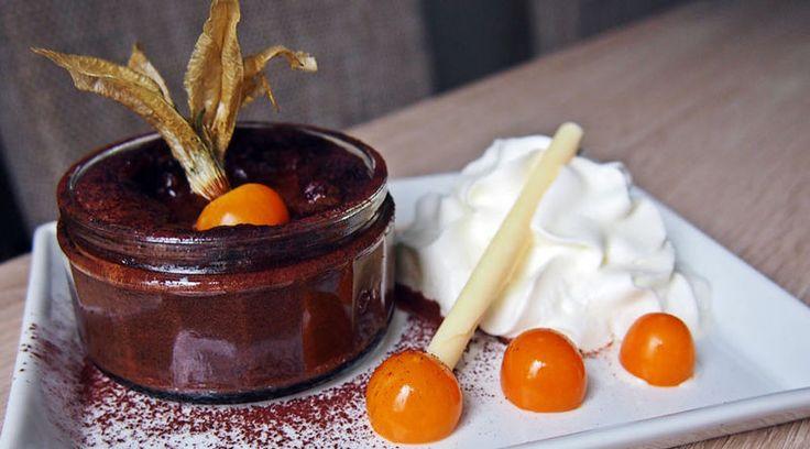 Warmer Schokoladenkuchen mit Tonkabohnenmousse
