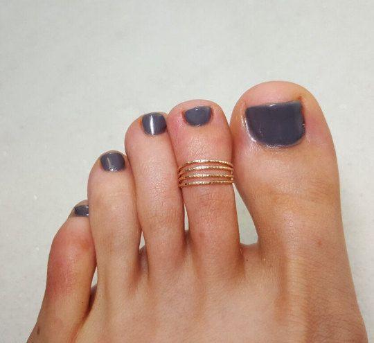Anillo del dedo del pie, ajustable 4 strand martillado 14K amarillo Gold-filled dedo anillo, anillo de nudillo, anillo midi, anillo de verano, 14K Gold-filled