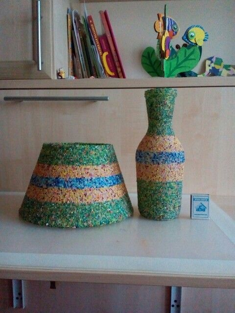 Комплект абажур для настольной лампы и ваза. Объем вазы 1 л. Выполнено в едином стиле прекрасно дополняя друг друга.