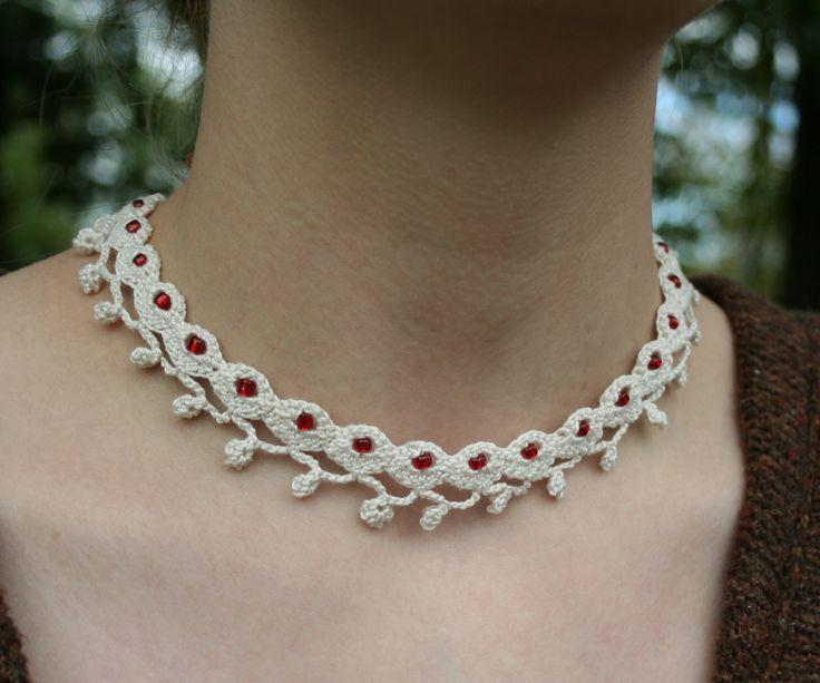 Collar de ganchillo   -   Crocheted lace necklace                              …