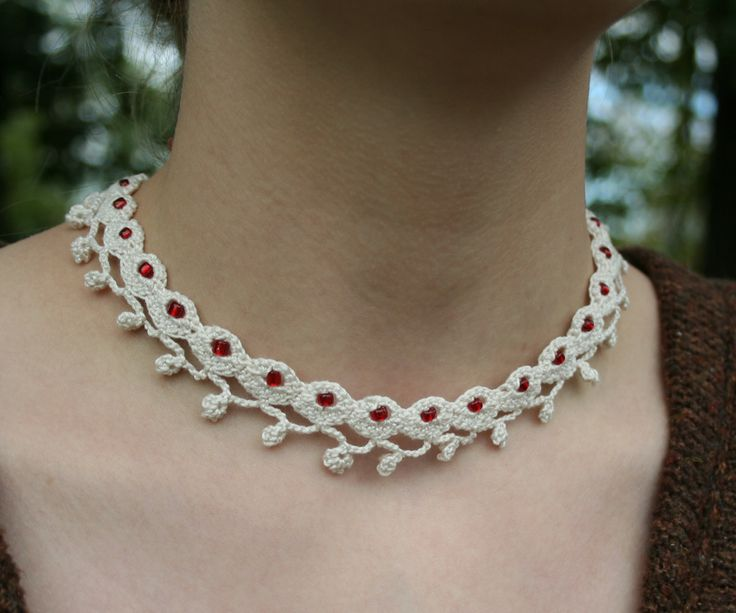 Free Crochet Wedding Jewelry Patterns : crocheted lace necklace BIJOU CROCHET PATTERNS ...