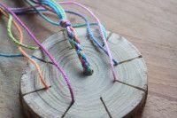 Armbänder flechten mit selbstgemachter Baumscheibe