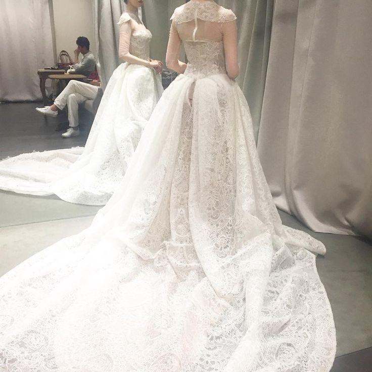バックショットはこちら ウエストからヒップにかけてのフワッと軽いのにしっとりと膨らむこのシルエットがこのドレスの最大の魅力♡ #ヴェラウォン #ヴェラウォンブライド銀座本店 #ガリアラハブ #全国のプレ花嫁さんと繋がりたい #日本中のプレ花嫁さんと繋がりたい #プレ花嫁 #ウェディング #ウェディングドレス #ウェディングドレス試着 #ウェディングドレス試着レポ #ドレス試着 #ドレス試着レポ #ブライダルヘア #ブライダルネイル #2017秋婚 #2017冬婚 #wedding #weddingdress #manoloblahnik #giuseppezanotti #christianlouboutin #verawang #galialahav #vca http://gelinshop.com/ipost/1520351988809578913/?code=BUZYBQijbmh