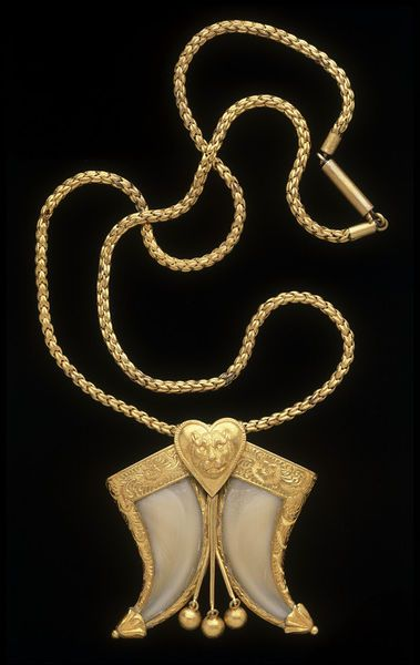 Necklace | Gold, chased and set with two tiger claws, ca. 1866, India