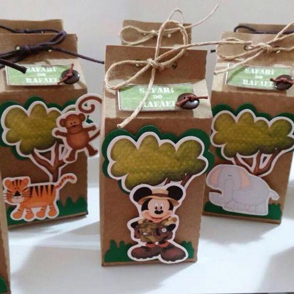 Kit festa personalizada contendo:  - 10 mini tubetes;  - 10 latinhas;  - 10 caixa milk;  - 10 jipes;  - 10 cones;  - 10 malas;  - 30 toppers para doces;  Todos os itens vão sem recheio.