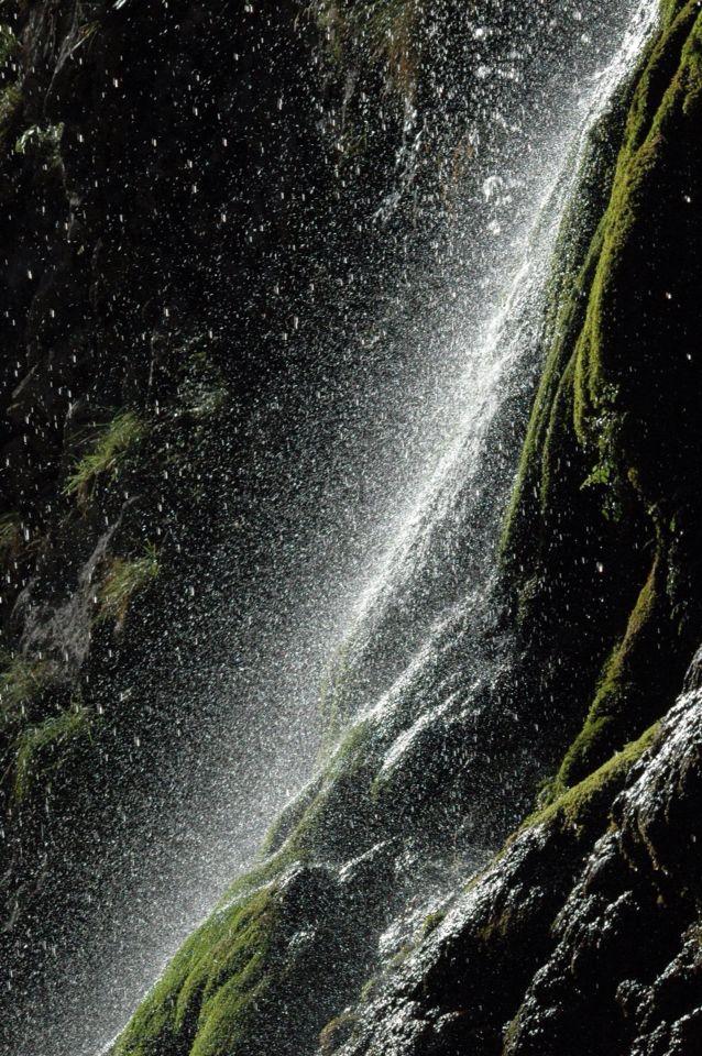 Cascada en la senda del río cares #Asturias #nauraleza #picos de Europa #parques nacionales #montaña de Covadonga