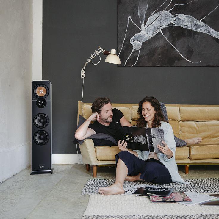 Ultima 40 Ultima 40 – HiFi-Standlautsprecher-Paar der Spitzenklasse aus unserer beliebtesten Lautsprecher-Serie. Behutsam optimiert und verfeinert. Neu: Hochtöner mit Phase-Plug, optimierte Klangabstrahlung, Feintuning aller Komponenten, ausgewogenerer Klang, verbesserte Verarbeitung und Design. Gleich geblieben ist das unschlagbare Preis/Klangverhältnis. So wird man zur Legende. Jetzt entdecken! <a class=