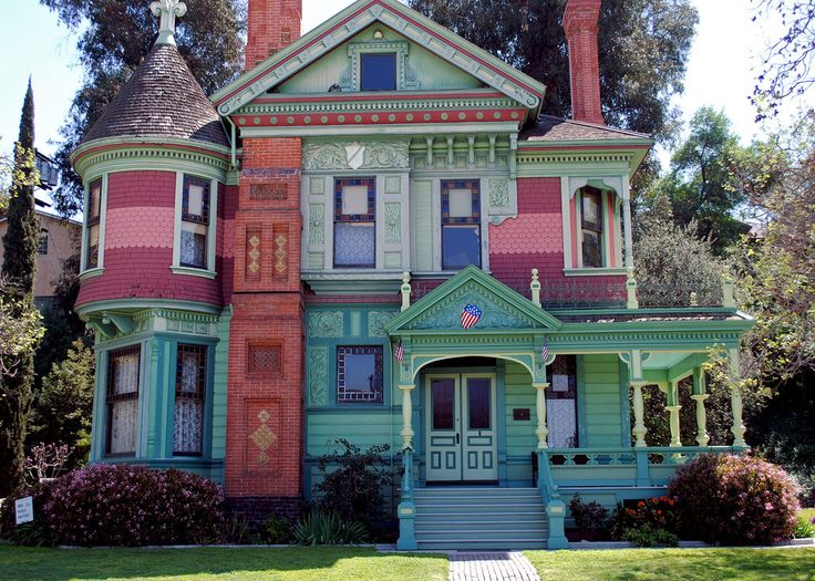 Colorful Victorian House at the Heritage Square Museum in Los Angeles, California  www.steampunktendencies.com