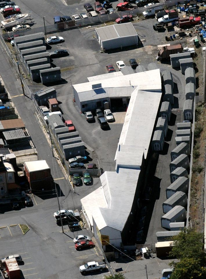 These cheap storage units in Reading PA come with 24 hour access, security, fencing and additional facilities to load and unload your goods. Instead of worrying about how to manage your goods, rent a storehouse here and be tension free.