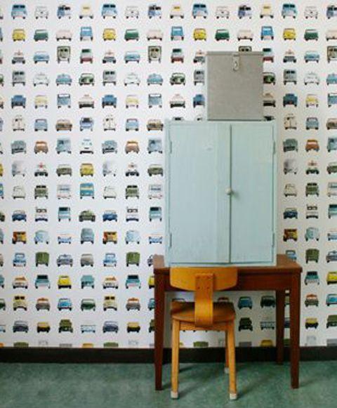 Helemaal in lijn met hun eerder uitgebrachte behangprints, dit leuke auto behang van Studio Ditte.