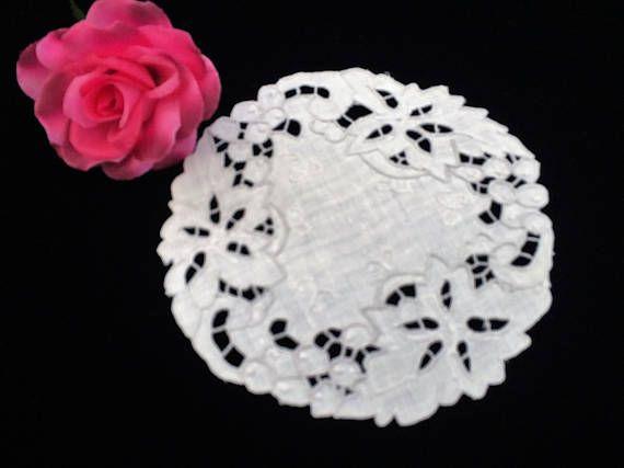 Embroidered Linen Doily. Round Vintage Madeira Cutwork White
