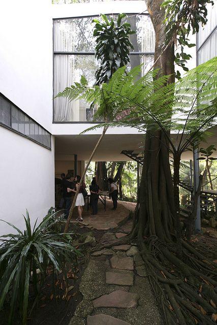 Casa de Vidro - Lina Bo Bardi by Luiz Seo, via Flickr