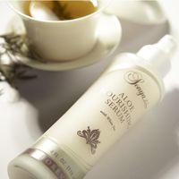 ALOE NOURISHING SERUM  Sonya® Aloe Nourishing Serum with white tea extract preserves and replenishes your skin's moisture to help maintain its youthful appearance. Its lightweight formula is so smooth that it is effortless to apply. It makes a perfect base for Sonya® Aloe Balancing Cream
