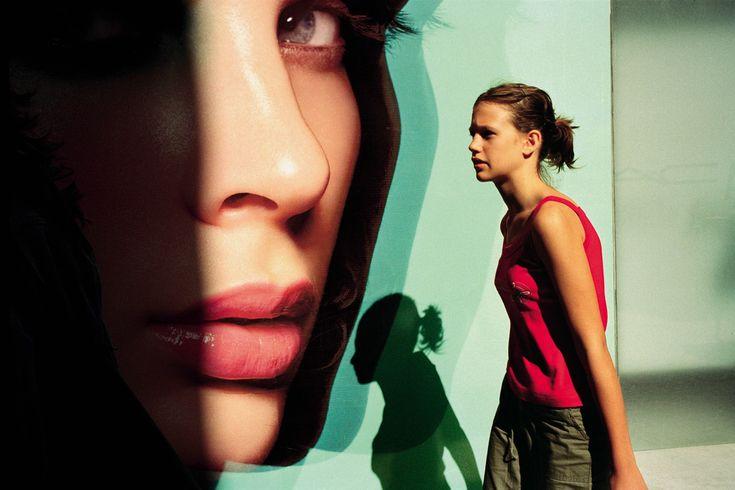 Οδός Ερμού Αθήνα. Κορίτσι (2003)