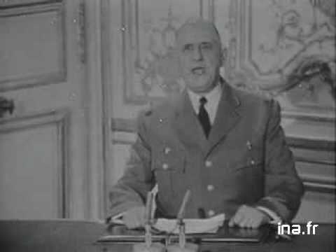 putsch militaire du 22 avril 1961.- un nouveau putsch militaire a lieu à Alger : 4 généraux prennent le pouvoir et demandent que toute larmée les suive et que le gouvernement maintienne lAlgérie Française. De Gaulle parle à la télévision le 23 avril : il sest habillé en militaire, parle péjorativement des putschistes (« un quarteron de généraux en retraite ») et demande à larmée de lui obéir. Larmée lui obéit et les putschistes senfuient.