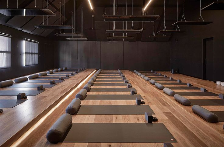 The studio space features Silvertop Ash shiplap interior cladding that gives it a minimalist barn feel. Walls have extra layers of soundproofing to genuinely cocoon clients from the outside world. The 380 square metres yoga studio (known as a shala) features three tiers of mats, accommodating up to 39 students per class, soaring 10-metre high ceilings and engineered oak floorboards. Clients can book specific sanitized mats online before classes.