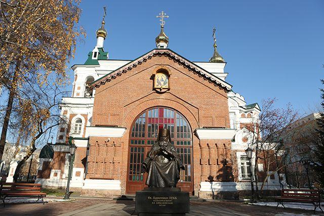 Памятник Святителю Луке  Красноярск, ул. Горького, 27