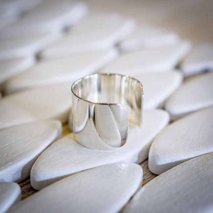 Sterling Silver Wide Band Statement Ring #huntjewellery #etsyseller #etsy #silverjewellery #handmadejewelry #handmadewithlove