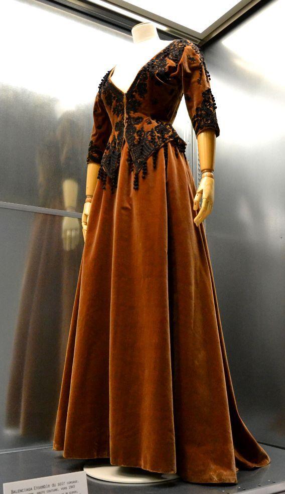 Balenciaga, Evening Ensemble. Bodice, skirt and petticoat, Haute couture, circa 1943.