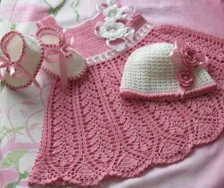 No link to a pattern but it sure is pretty - if anyone can direct me to the pattern - I'd be much obliged.