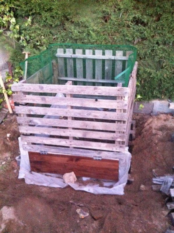 Con unos palets, nuestra primera compostadora