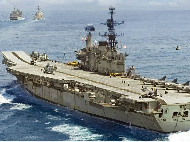 "After a long service of 30 years India's Oldest serving aircraft ""INS Viraat"" to be decommissioned today. #LatestUpdates www.chennaiungalkaiyil.com."