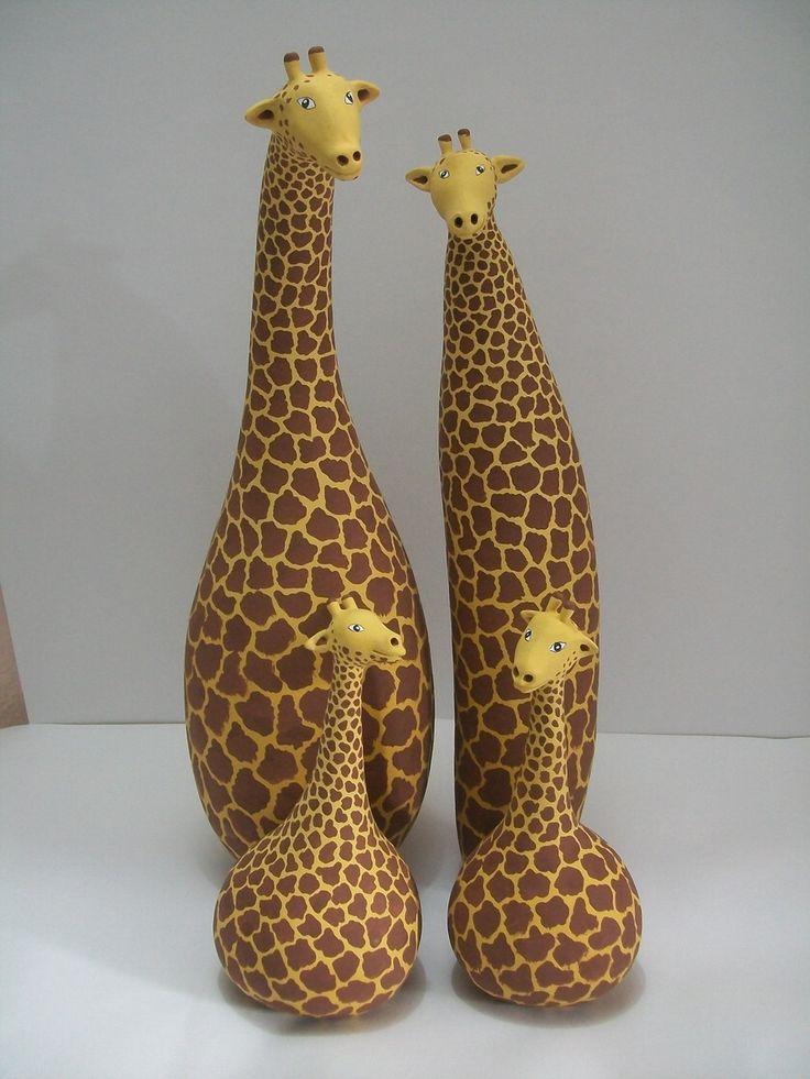 Girafas feitas de cabaça, vários tamanhos. <br>Na foto a pequena tem 18 cm de altura e custa R$ 32,00 <br> grande tem 35 cm de altura e custa R$ 70,00
