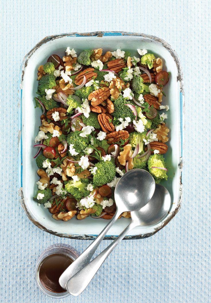 Recettes santé | Nutrisimple | Salade de brocoli et de raisins rouges au fromage de chèvre