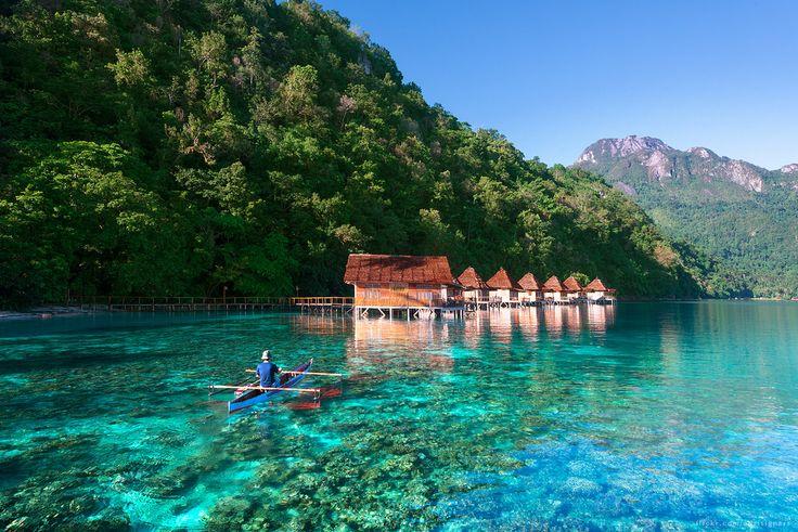 Benar kata orang kalau Pantai Ora akan membuat kamu lupa sejenak dengan Maldives dan Bora-Bora. Pantai Ora yang terletak di utara tengah Pulau Seram, Maluku ini berlatar belakang perbukitan Taman Nasional Manusela, menjadikannya makin menawan. Tempatnya masih sangat asri. Kamu bisa menikmati birunya langit dan air laut, berpagar perbukitan hijau. Mau?? Next Trip Ora Beach Ambon : 24 - 27 Desember 2016 [ INCLUDE TIKET PESAWAT ] Yukkk ajak teman kalian yang belum pernah datang kesini. #Ora